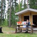 Dem Regen die lange Nase gezeigt und eine kleine Camping-Stuga gemietet. Ätsch!