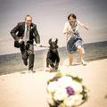 Statt Brautstrauß-Werfen gibt es Brautstrauß-Rennen. Es gewinnt... (Foto: Konrad Nickel)