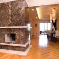 Revêtement de cheminée en marbre brun