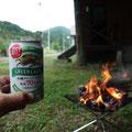雨が降りだすまで、温泉にも入らずに速攻焚火です!ビールで乾杯です!運転疲れました~