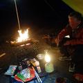 夜キャンプも楽しみます。お酒がすすみます