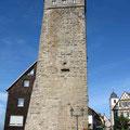 © Traudi  -  Als Wahrzeichen der Stadt erhebt sich der 33 m hohe Lachnersturm, der einst zum Schutz von Burg und Stadt diente. Heute ist er ein Aussichtsturm.