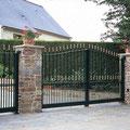 Puerta batiente clásica de barrotes modelo IBIZA en color verde