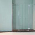 """MAMPARA DE DUCHA MODELO """"DELPHI-3"""". Frontal de ducha con 2 hojas fijas y 1 abatible."""