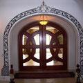 Türbogen in Eisen lackiert und vergoldet - Innenbereich - geschmiedete Blätter