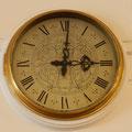 alle Uhren im Schiff stehen auf 1 Minute nach 3 - auf Rückfrage hat man uns erklärt, dass dies der Zeitpunkt war, als die Queen zum letzten Mal das Schiff verliess