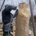 unser Bildhauer Zdenek Chmelar bei der Arbeit