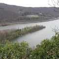 Von meinem Plätzchen aus genieße ich natürlich wieder den Rheinblick. Was sonst????