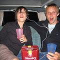 Als die beiden anfingen bayrische Lieder wie das Hirtenmadel zu singen, war der karton sicher fast leer...