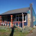 Dies ist das suesse kleine Haus von Diana und John. Fussweg zum Meer 2 Minuten. Kitesurfrevier!!! Wenn ich irgendwo in Neuseeland wohnen muesste, dann HIER...