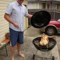 Das ist Chris bei der Zubereitung des Weihnachtsbratens...