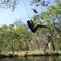 und einem Seil am Baum, von dem man sich ins Wasser schwingen kann...