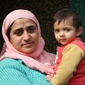 Ein Kind hat man als Frau in Indien fast immer auf dem Arm...