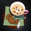 Deikes liebervoll zubereiter Kaffee mit den Schokosternchen ist unübertrefflich!