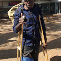 Und waehrend viele Ureinwohner inzwischen in der Stadt wohnen, wie dieser Mann...