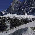 Die spitzen Felsnadeln des Mont Blanc Massivs sind beeindruckend.