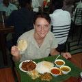 Hier habe ich ein Restaurant gefunden, wo es mir richtig gut geschmeckt hat, auch wenn man sich so ganz allein unter nur Indern, die ja alle mit den Haenden essen, sehr komisch vorkommt. Aber so ein Essen fuer gerade mal 2 Euro ist einfach perfekt!