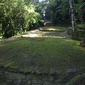 Auf diesen runden Plattformen standen einst die Huetten der bewohner der verlorenen Stadt.