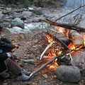 Schweinekalt wars trotzdem, und den Abend konnte man echt nur am Feuer überleben.