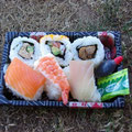 Fuer alle Sushi Fans zum neidisch machen... diese Box kostet nur etwa 2,50 Euro...