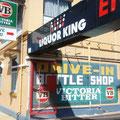 """Und das Lustige ist, dass ueberall """"Drive thru""""- Bottle shops existieren..."""
