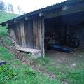 In dieser Hütte finde ich Nachtlager und Unterschlupf.