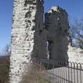 Die Ruine erkunde ich zu Fuß.