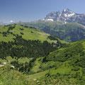 ... und der Kontrast zu den schneebedeckten Bergen ist grandios.