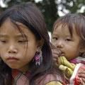 Manchen Kindern steht das harte Leben und die frühe Verantwortung ins Gesicht geschrieben.