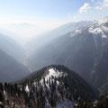 Und so stapfte ich allein weiter. Bin schließlich nicht jeden Tag hier oben im Himalaya...