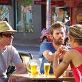 Sehr typisch... die Melbourner lieben Huete, Brillen, Baerte und Tatoos...