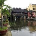 Die alte Brücke im Zentrum von Hoi Ann