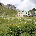 Da ich den Klettersteig mit meinem fast 20 kg schweren Rucksack absolviert hatte und heftig meine Oberschenkel spürte, war ich froh, die Mindelheimer Hütte erreicht zu haben.