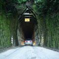 ... und einen alten einspurigen Autotunnel... hier faehrt Jack rein....