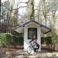 """Ich erreiche das """"Auge Gottes"""", eine kleine Kapelle mitten im Wald."""