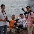 Ach ja, ich hab mit meiner Kamera echt eine kleine dabei... Die Asiaten ueberbieten sich hier mit ihren Objektiven!