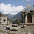 Dieser alte Tempel wirkt wie das Portal zum Himalaya.