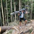 Na ja, wer sein Rad liebt, trägt es auch mal...