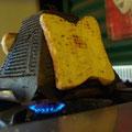 ... ein Bushcamp-Toaster...