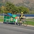 Die Muellabfuhr kommt mit dem Fahrrad...