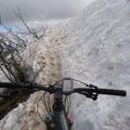 Hier oben liegt ja sogar noch etwas Schnee...