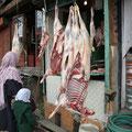 Anderes Fleisch sieht man in dieser Form an den Straßen hängen.