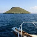 Mit dem Schiff gehts zu einem tagesausflug auf die Insel Bartolomé.