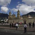 Das ist der Plaza Bolivar... den gibt es uebrigens in jeder groesseren Stadt.