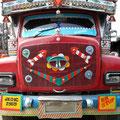 Die großen Trucks übertreffen sich an gestalterischem Kitsch.