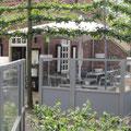Abgrenzung vonTeilbereichen im Garten durch eine Windschutzanlage