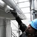 ⑥屋根の直下の破風や樋、軒天板も丁寧に防錆・防腐・防カビの塗装を行います。