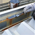 ⑩パラペット鋼板の防錆下塗り。