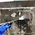 ⑤高圧洗浄で付着物除去し塗装下地づくり。