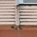 ④横の凹凸模様は、雨がその溝に留まりやすく傷みやすい。